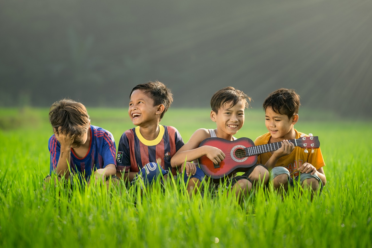 How To Make Your Own Song Sack - 4 young boys laughing and singing and playing guitar