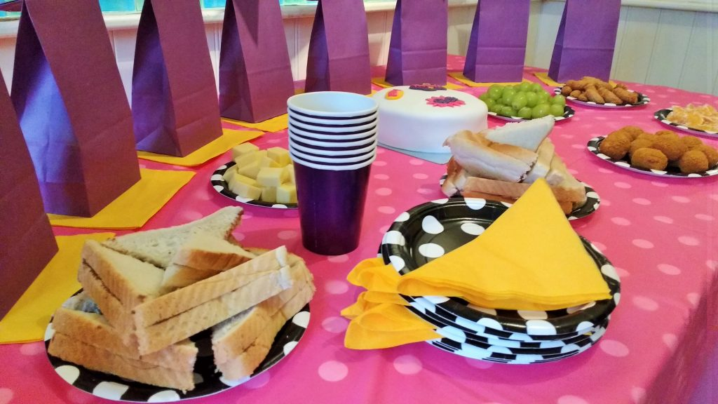 superhero party food cups decorate table
