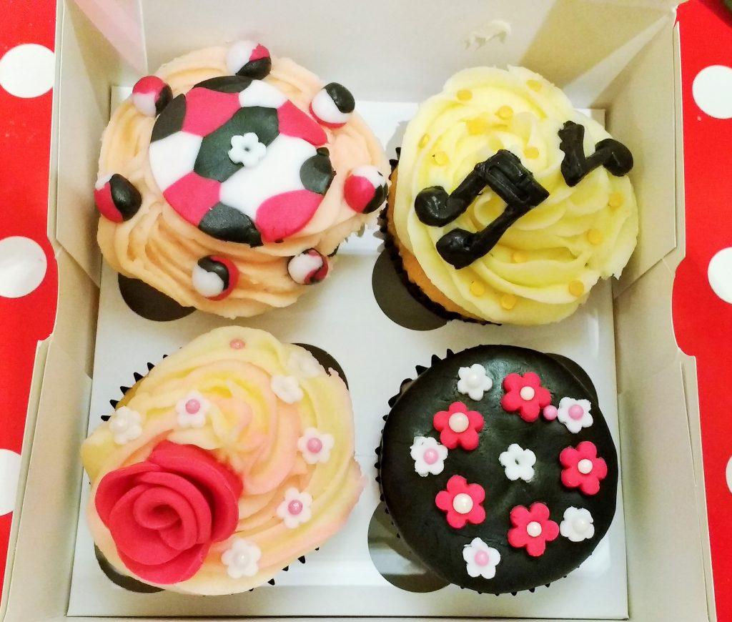 08 BlogCrush Cupcake Decorating Class