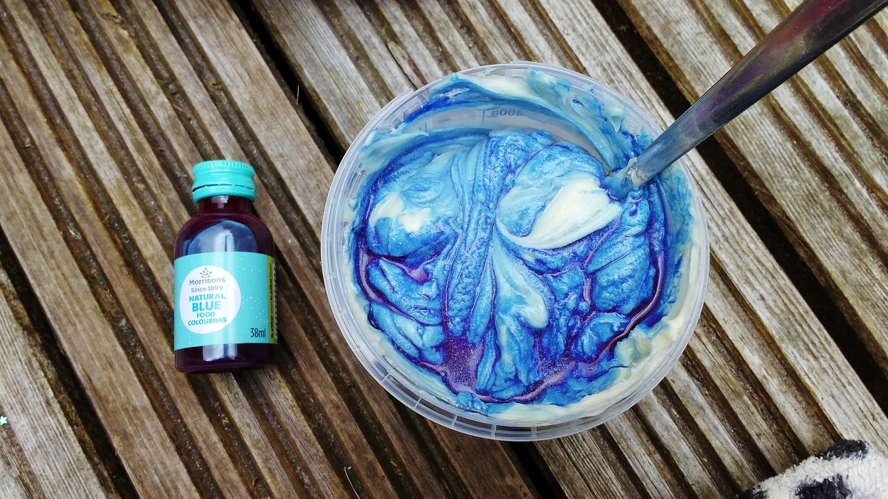 Edible Fish Craft Blue Food Colouring in Buttercream