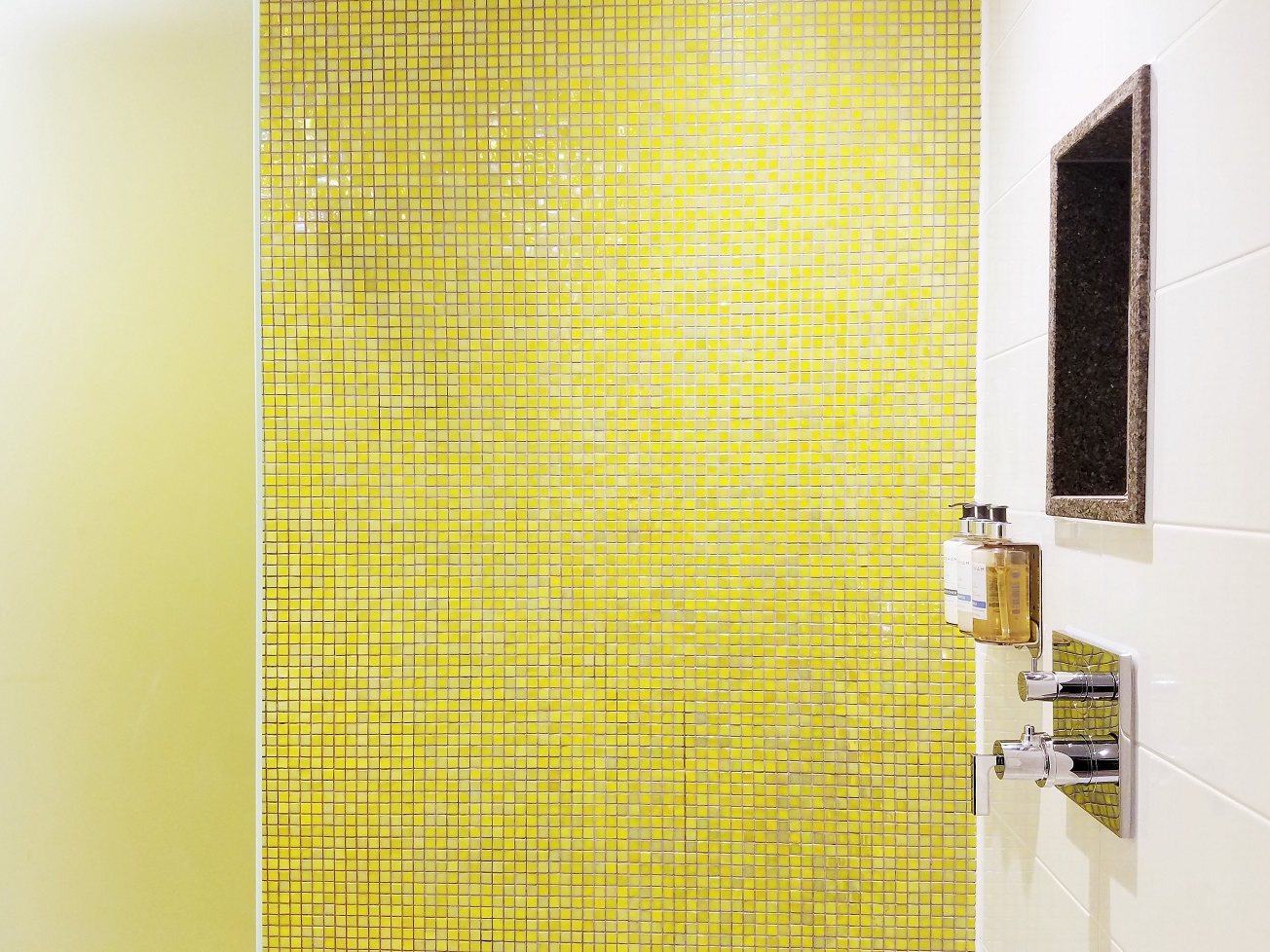 Royal Berkshire Hotel Wet Room Yellow Tiles
