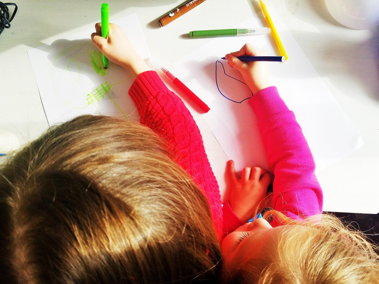 9 things my kids say that make my heart sing - sisters colouring in together - blogcrush week 56