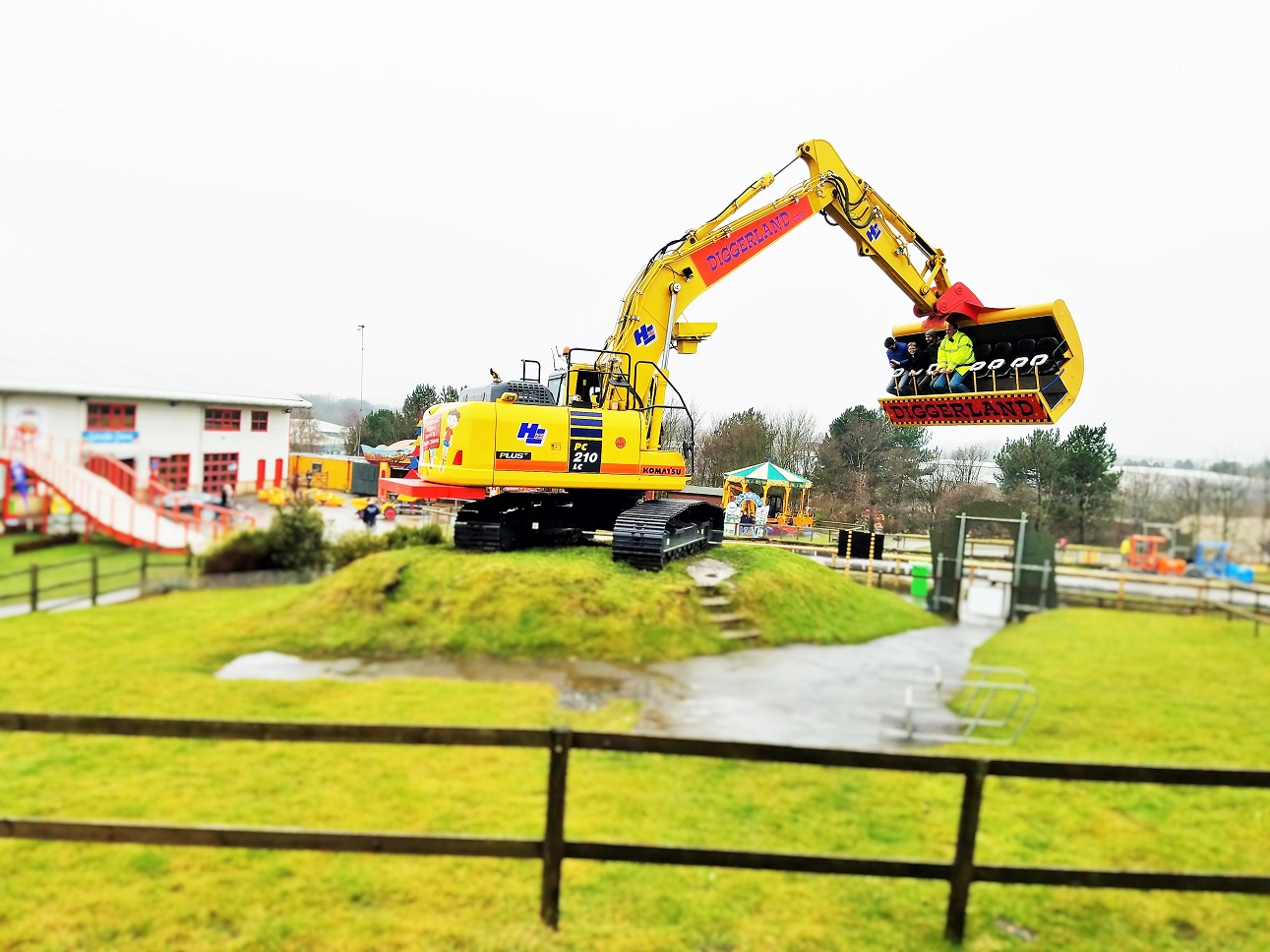 Diggerland in the rain - fast ride called SpinDizzy