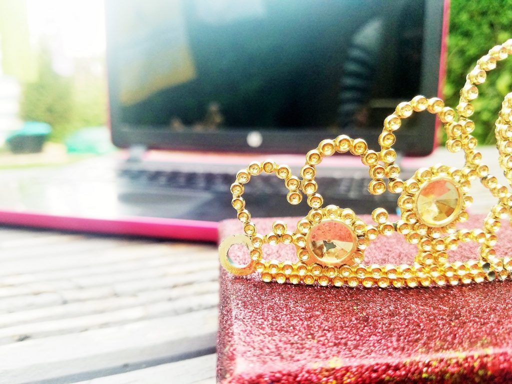 7 Ways Blogging Is Like Being In The Royal Family!