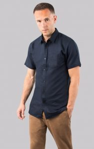 2018-Christmas-Gifts-for-modern-dads-gifts-for-him-dobell-navy-linen-short-sleeve-shirt
