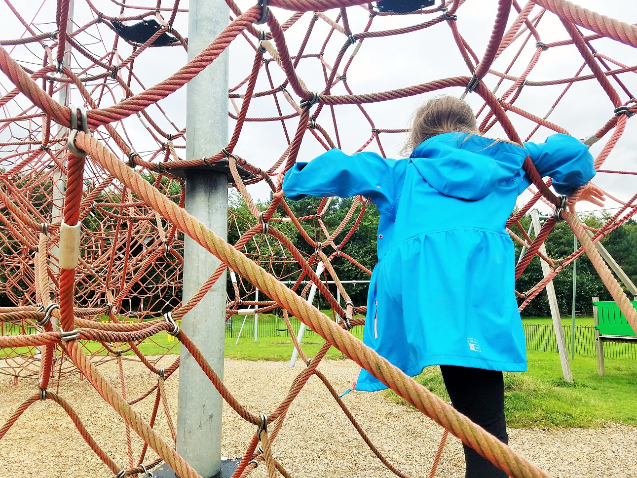How to give positive attention to your kids without breaking the bank - child on a red climbing frame