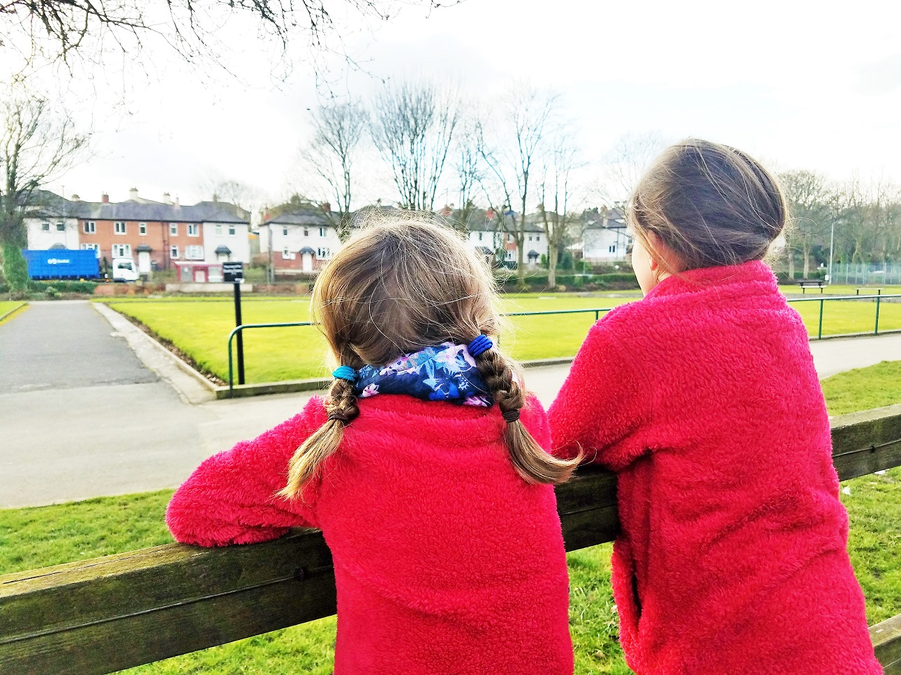 what does respectful discipline look like sisters in matching red jumpers