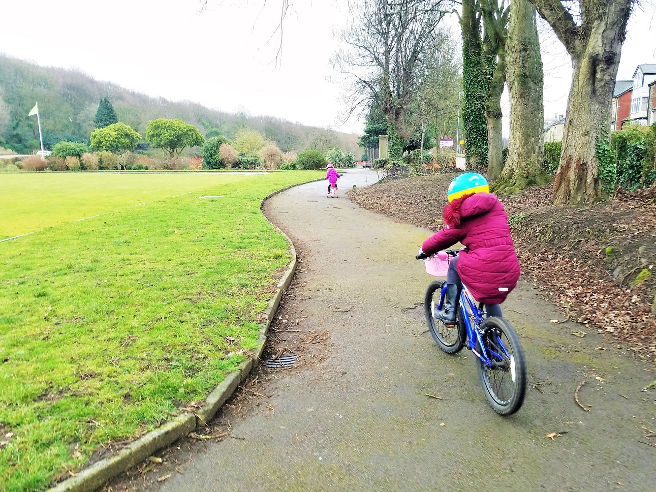 time out and respectful dscipline children racing on bikes